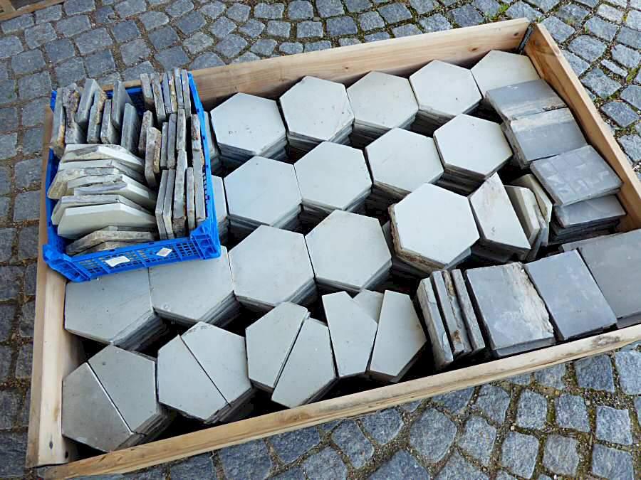 Sechseckfliesen beige 360 € ges Posten Artikelnr 879