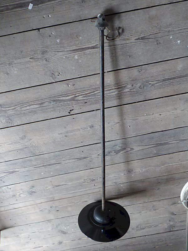 pendelleuchte mit metallschirm und glaszylinder im. Black Bedroom Furniture Sets. Home Design Ideas
