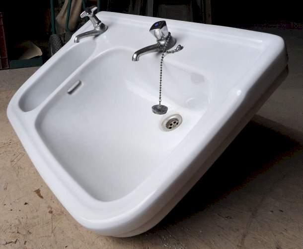 waschbecken mit gro em und kleinem becken 150 stk. Black Bedroom Furniture Sets. Home Design Ideas