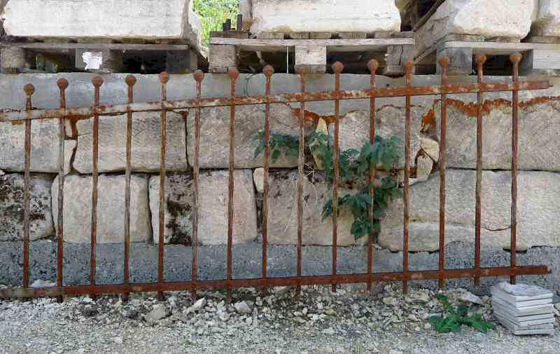Schwerer Zaun Mit Leichter Steigung L 7 Lfm 700 Komplett