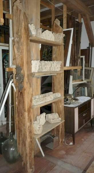 gro es regal aus eichebalken 1800. Black Bedroom Furniture Sets. Home Design Ideas