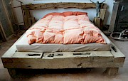 bett aus eichebalken ohne deko matratze etc. Black Bedroom Furniture Sets. Home Design Ideas